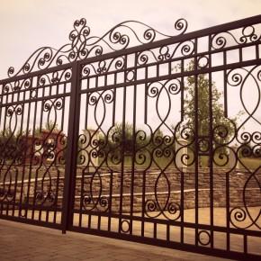 Brama w stylu południowym, dom prywatny